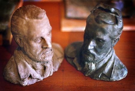 Skådespelaren och rollen, Keve Hjelm, brons och terracotta. The actor and his role, bronze and terracotta, sculpture in bronze, cire perdue, the artists own casting.