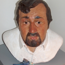 Cornelis, lillsysterns undulat har gått bort, engoberad terracotta. Portrait of the very dear artist Cornelis Vreeswijk, terracotta with engobe.